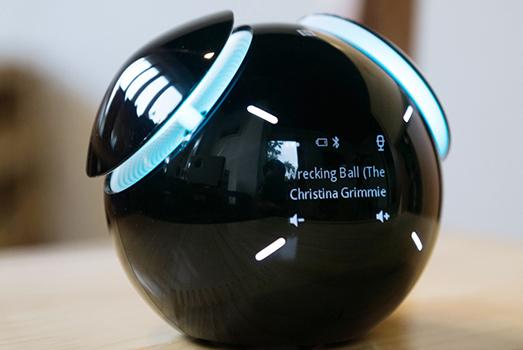 Loa di động Bluetooth Sony biết nhảy theo nhạc